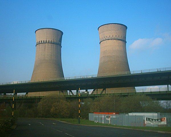 Tinsley_Viaduct_and_Blackburn_Towers_21-04-06